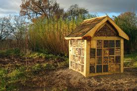 Zahradne inspiracie z netu - tak toto je uz hotovy inter hotel pre chrobacikov