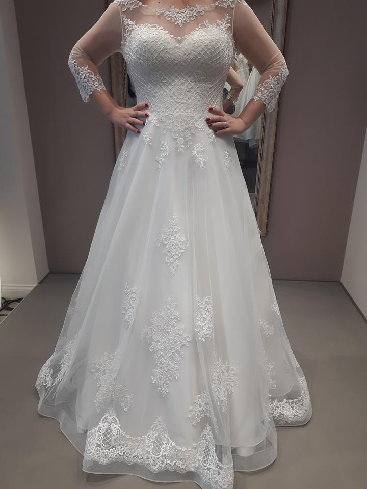 Exkluzívne svadobné šaty - Obrázok č. 1