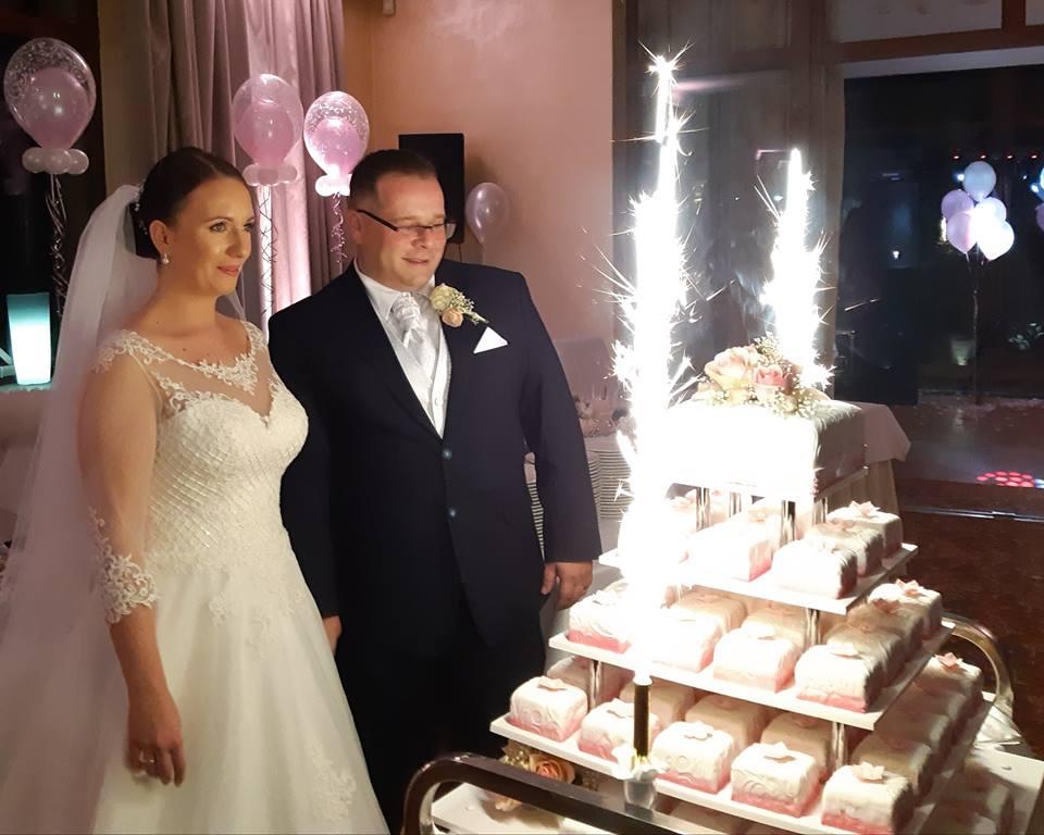 Exkluzívne svadobné šaty - Obrázok č. 2