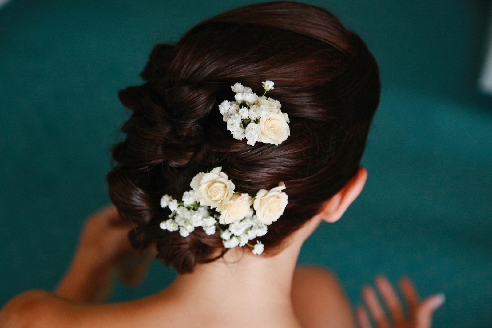 Živé květy ve svatebním účesu. Máte zkušenost  - ... ceafcc0808
