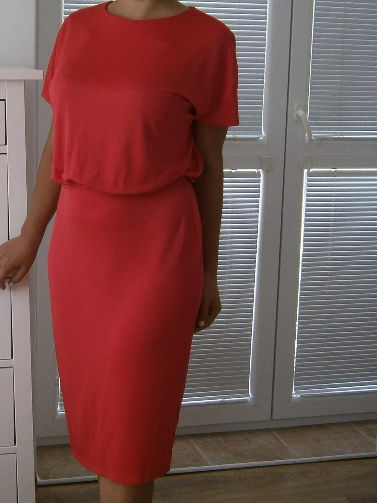 Šaty s otvoreným chrbtom - Obrázok č. 1