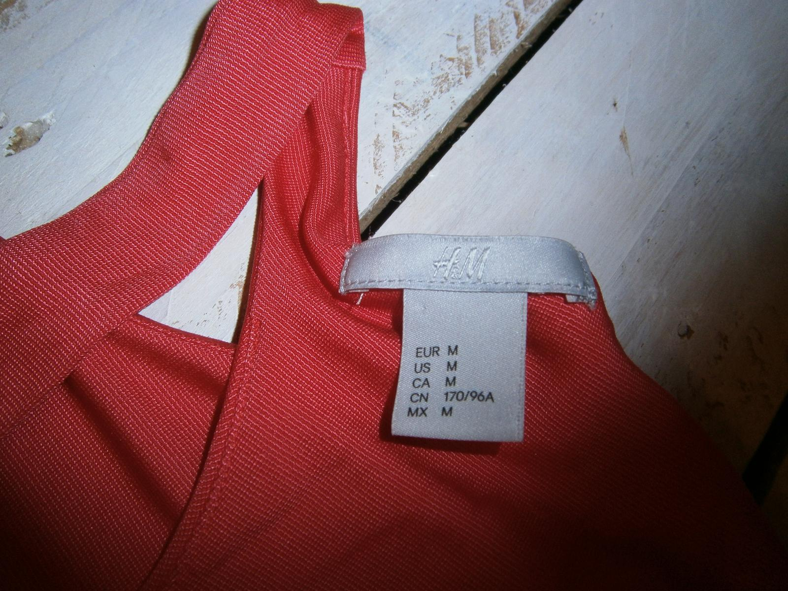 Šaty s otvoreným chrbtom - Obrázok č. 4