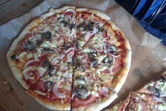 domácí pizza...