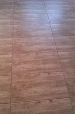 podlaha hotová, vypadá super:-)