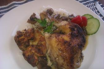 pečené kuře na žampiónech s rýží a nádivkou...
