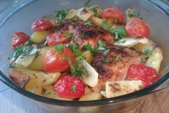 kuře s brambory a zeleninou z jednoho hrnce...