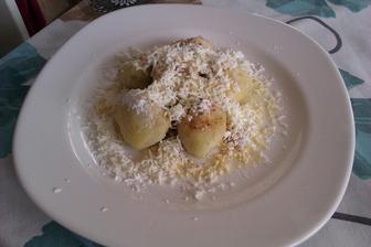 borůvkové knedlíky z tvarohového těsta...