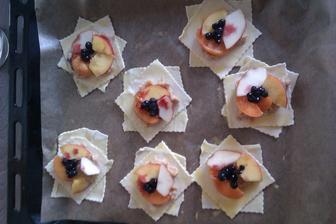 Hvězdičky z listového těsta s pudinkem a ovocem,vyfotit finální výsledek jsem zapomněla:-)