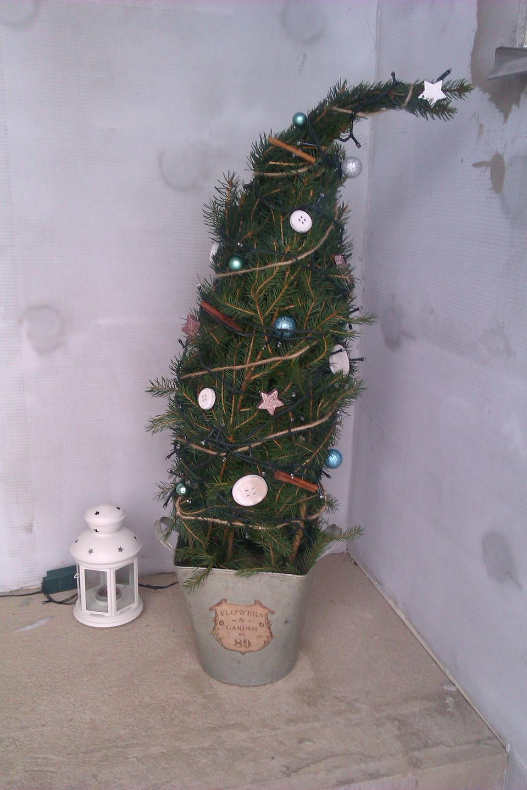 Vánoce 2014 u nás doma a moje výtvory... - i já jsem podlehla kouzlu zahnutých stromečků:-)