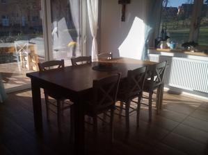 nové židle a stůl...