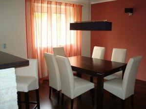 stoličky a stol jedálen