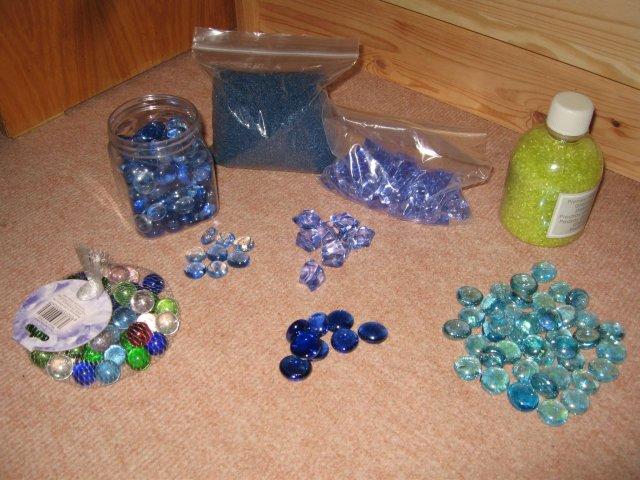 Nase pripravy, vyzdoba a rozne detaili zo svadby - * modre a zelene kamienky
