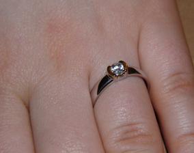 Muj zasnubni - bile zlato, trochu zluteho a diamant
