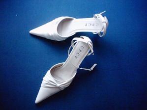 Botičky na svatbu za 350,- :-) Drahé a kvalitní bych neužila, obuju je opravdu jen jednou. A to snad vydrží :)