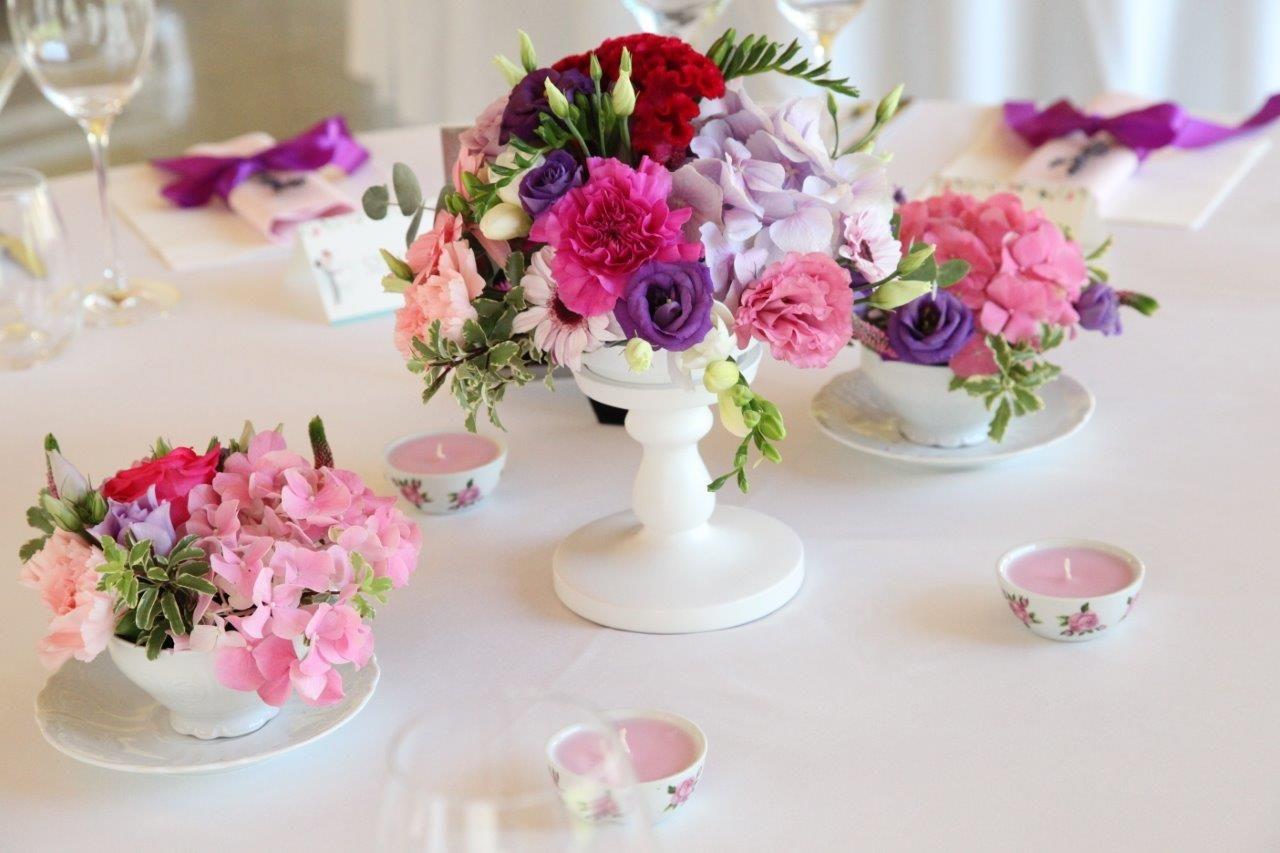 Fialovo -ružová svadobná výzdoba v hoteli Hradná brána - Obrázok č. 1