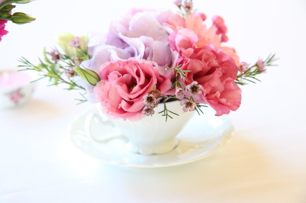 Fialovo -ružová svadobná výzdoba v hoteli Hradná brána - Obrázok č. 2