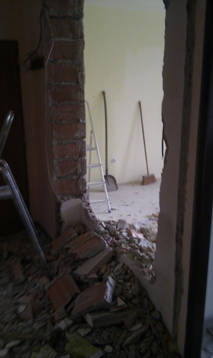 Rekonstrukce a jine.... - Prvni dira do zdi.