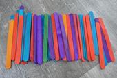 Dřevěné tyčky barevné ,