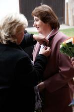 Teta se ujala označování svatebčanů