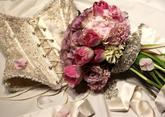 flover.sk Ukážka svadobnej kytice priamo na mieru k šatám zo Svadobného salónu Valery v Banskej Bystrici.