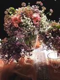 Gypsomilka a Lisianthus v kontraste s marhuľovou, korunovaná Astranciou!