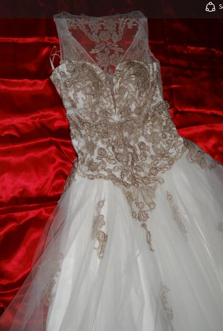 Romantické tylové šaty zdobené krajkou  - Obrázek č. 1