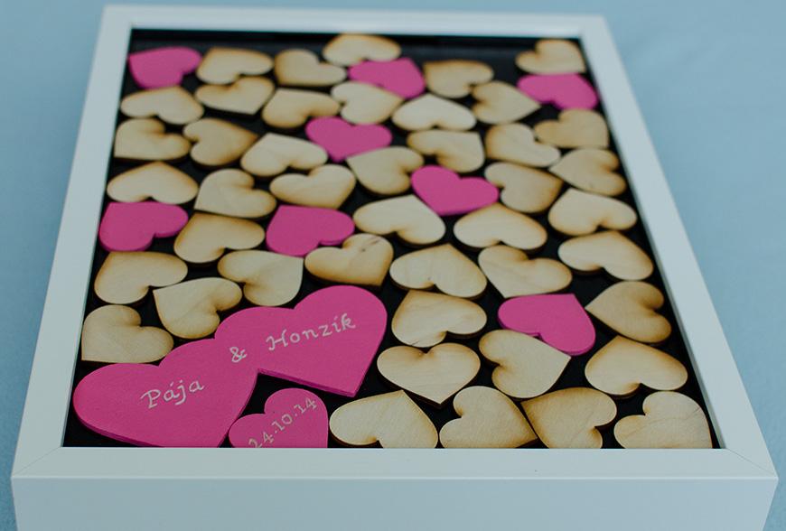 Svatební kniha - bílá s barevnými srdíčky - Obrázek č. 1