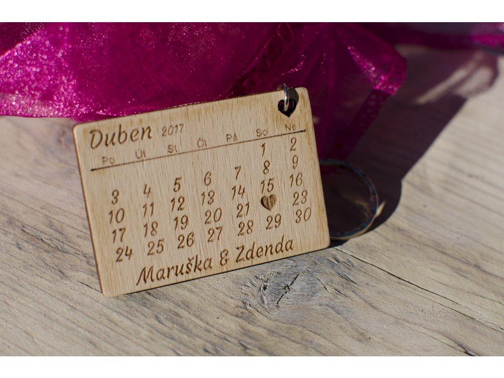 Svatební oznámení - dřevěný přívěšek na klíče - Obrázek č. 1