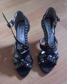 Nenosené sandále, 39