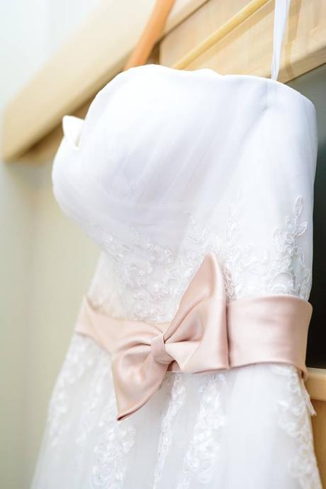Romantické krajkové svatební šaty s vlečkou - Obrázek č. 1