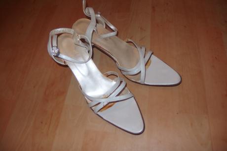 Bílé sandálky - Obrázek č. 1