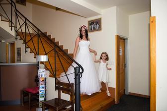 příchod nevěsty s neteří