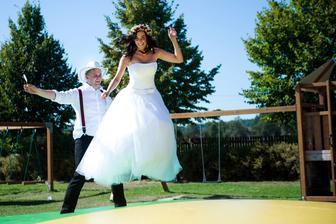 ženich a levitující nevěsta :)