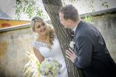 Svatební šaty šité na míru se spodnicí i závojem, 40
