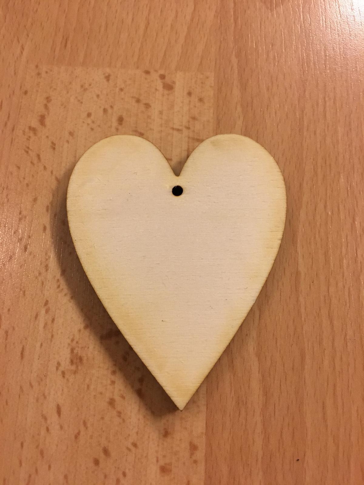 Dřevěná srdce s dirkou 8 cm - Obrázek č. 1