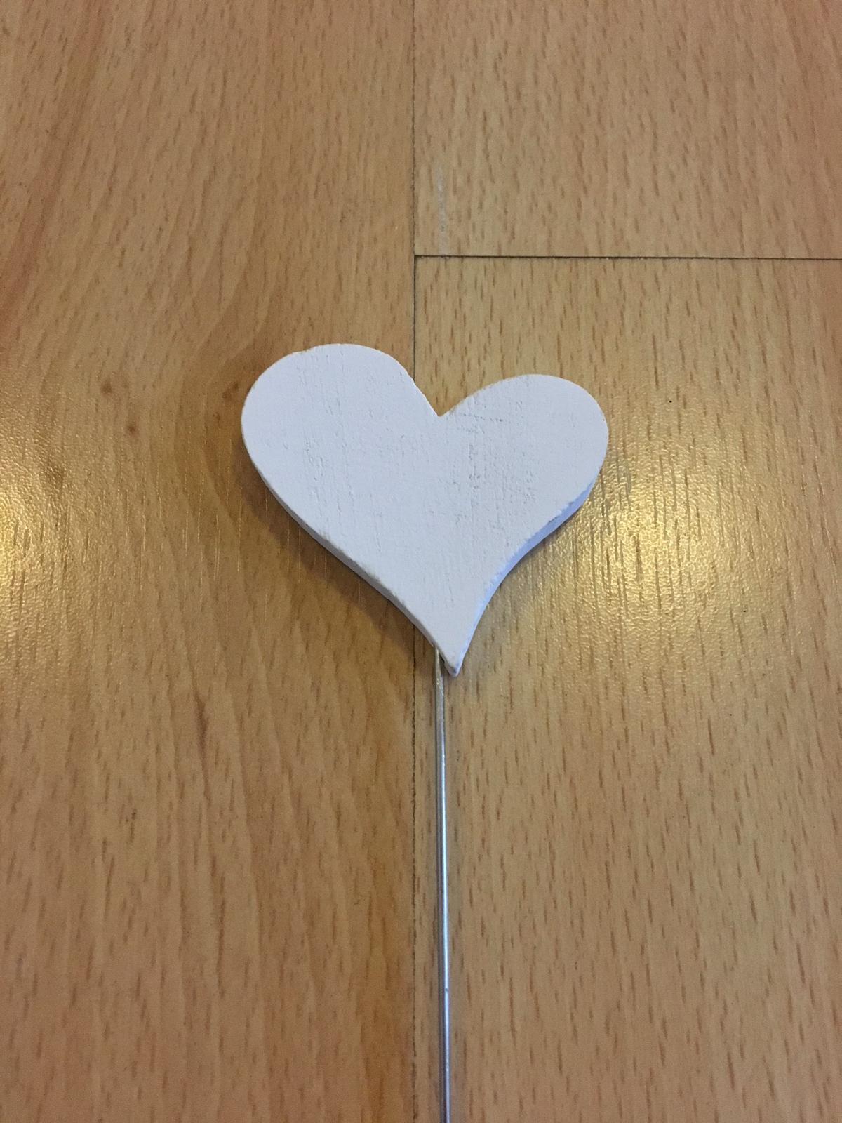 Dřevěný zápich s kovovým koncem, srdce bílé - Obrázek č. 1