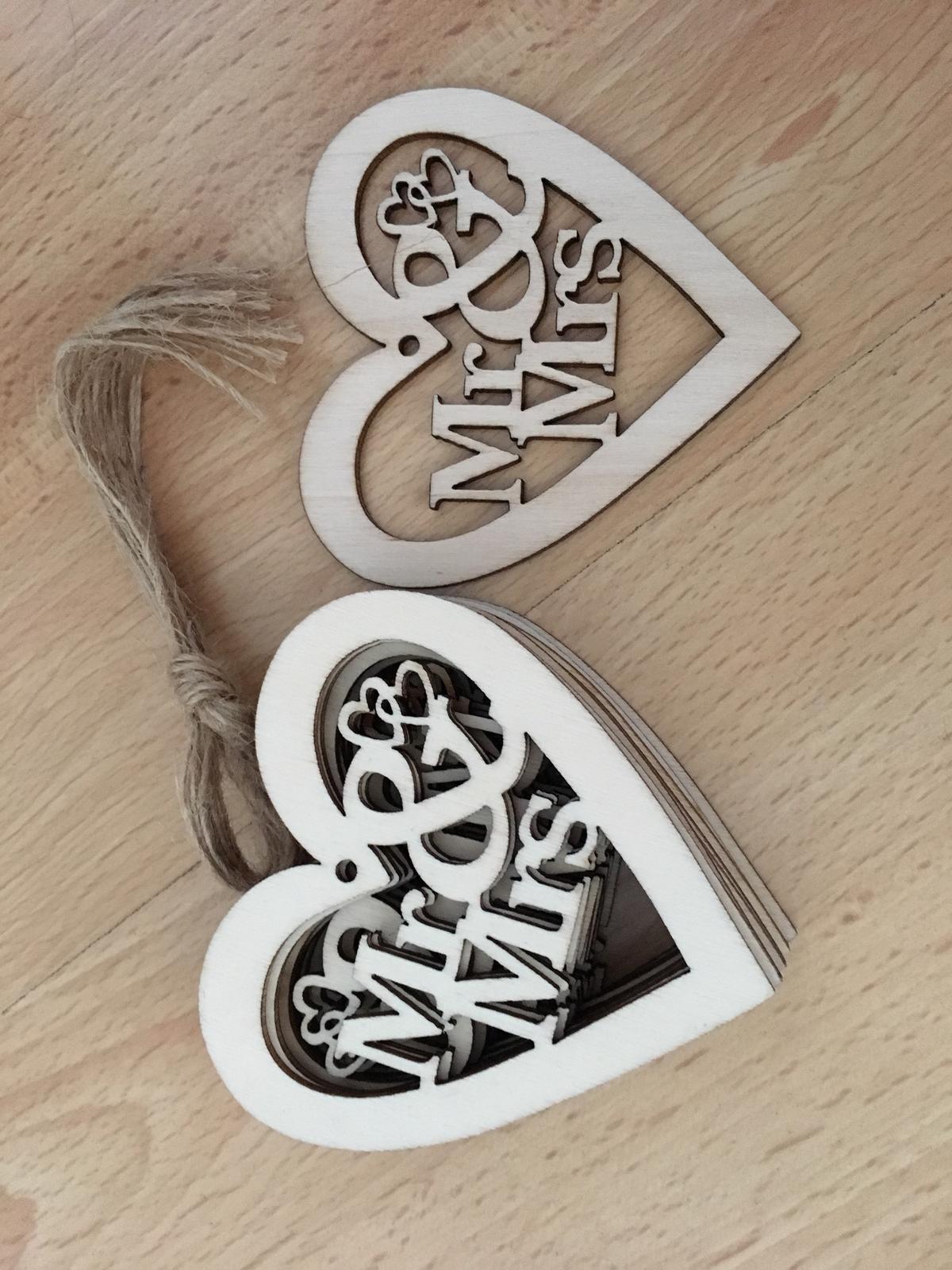 Vyřezávané srdce Mr & Mrs, 10 ks - Obrázek č. 1