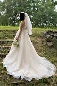 Svatební šaty v barvě šampaň, 38