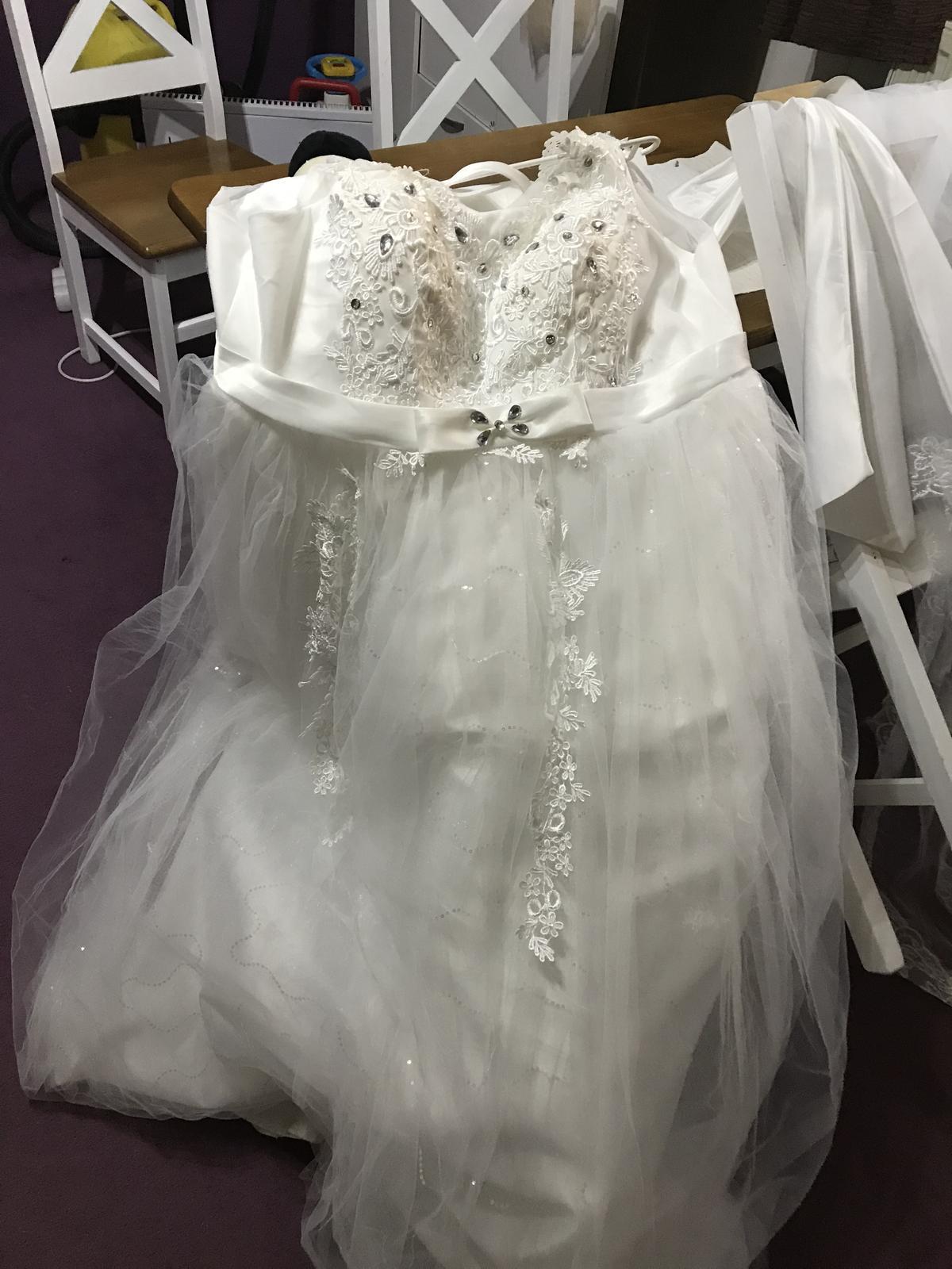 Svadobné šaty raz oblečené - Obrázok č. 1