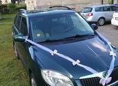 Dekorace na dvě auta, kombinace bílá, lila,