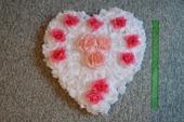 Květinové srdce na auto nevěsty,
