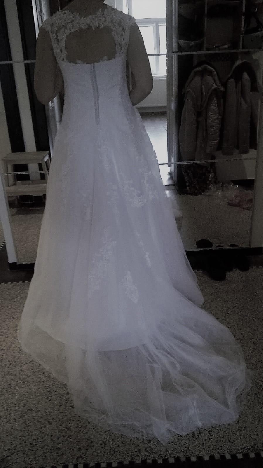 Vysněné svatební šaty - Obrázek č. 2