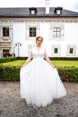 svadobné šaty a hrebeň so vlasov, 42