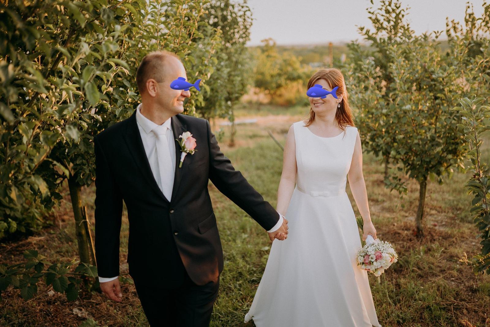 Jednoduché,elegantné svadobné šaty - Obrázok č. 1
