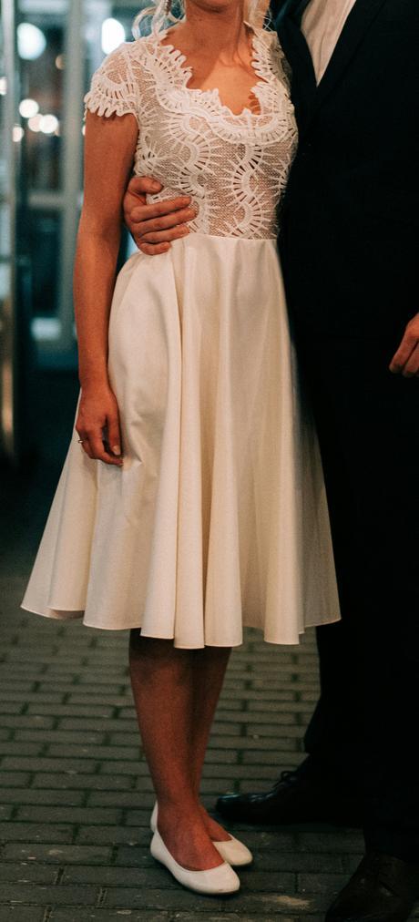 Smotanové popolnočné šaty - Obrázok č. 1