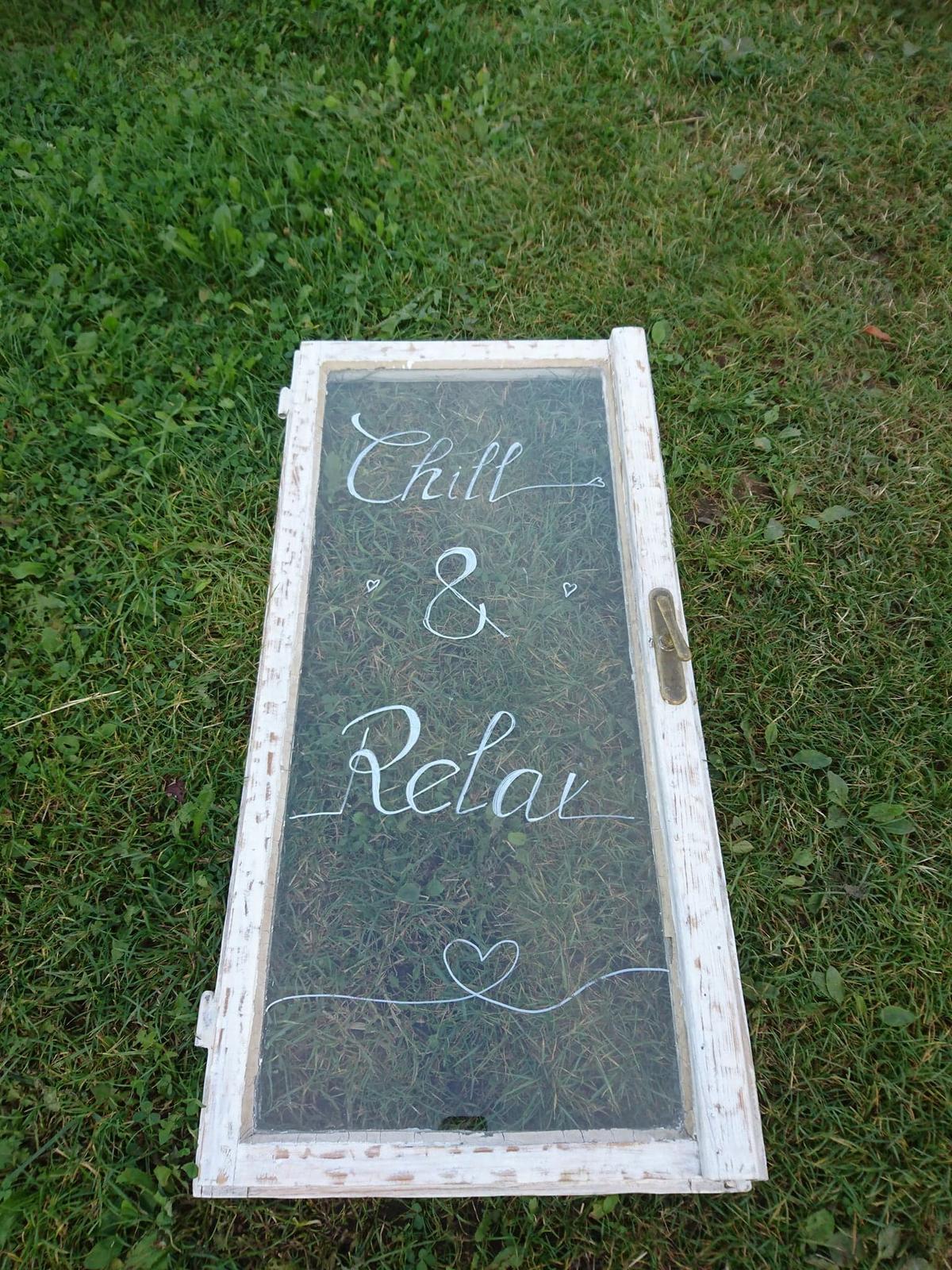 Okno vintage Chill and Relax, nápis je možné změnit - Obrázek č. 1