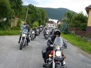 takyto sprievod motorkarov sme mali cestou do kostola