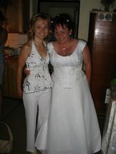 tady jsem se svojí mladší sestřičkou Zdeničkou:-)