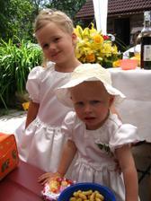 družičky Adélka a Nikolka...