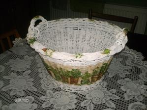 ...ďalší košíček ozdobený...tentokrát bylinkami :)